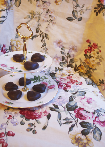 vintage table cloth and cake stand with hearts
