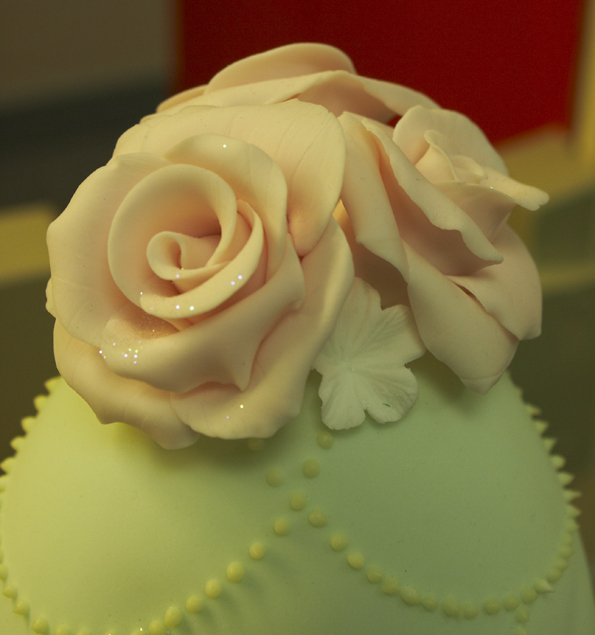 Simply Cakes peach roses on green
