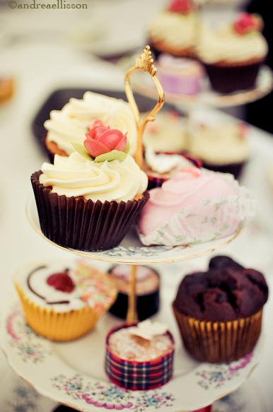 vintage cake stand & cakes Dorset