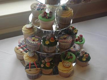 Alice in Wonderland wedding cupcakes