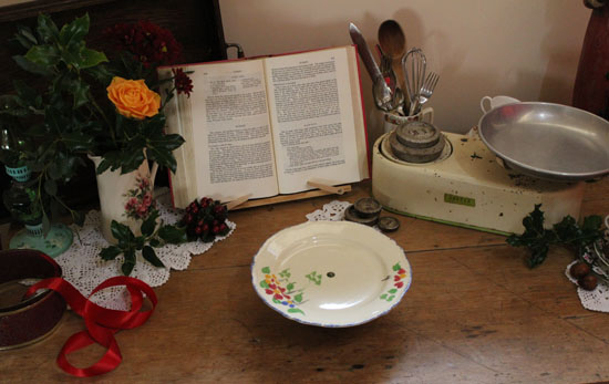 Our lovely vintage Christmas cake stand
